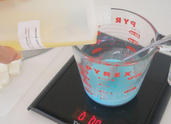 sugar scrub cubes: add liquid oil